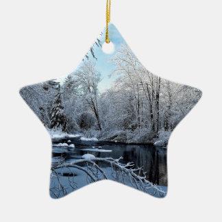 Ornamento De Cerâmica Manhã Sun no rio coberto de neve de Sheepscot