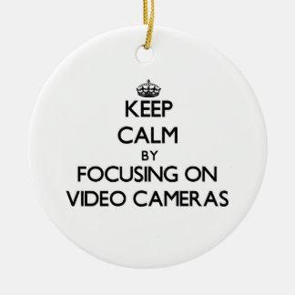 Ornamento De Cerâmica Mantenha a calma focalizando em câmaras de vídeo