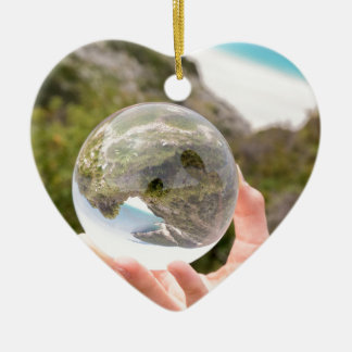 Ornamento De Cerâmica Mão que guardara a bola de cristal perto do mar e
