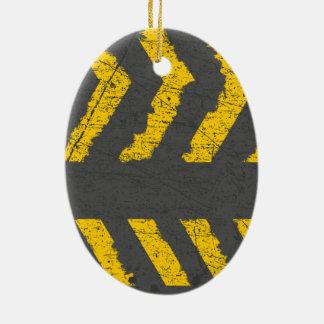 Ornamento De Cerâmica Marcação de estrada amarela afligida Grunge