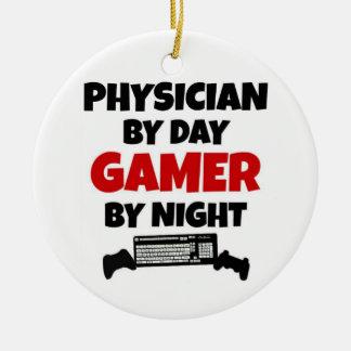 Ornamento De Cerâmica Médico pelo Gamer do dia em a noite