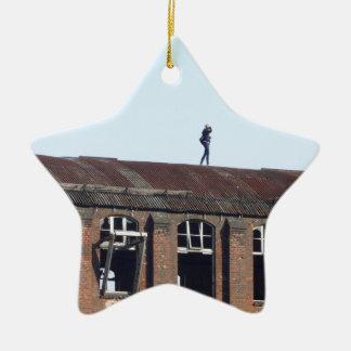 Ornamento De Cerâmica Menina no telhado 02,2, lugares perdidos