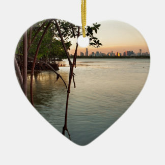 Ornamento De Cerâmica Miami e manguezais no por do sol
