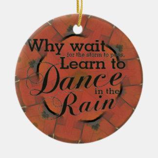 Ornamento De Cerâmica Moderno 'aprenda dançar na chuva inspirada