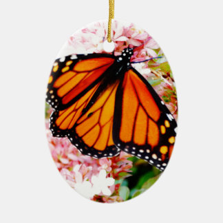 Ornamento De Cerâmica Monarca alaranjado em flores cor-de-rosa