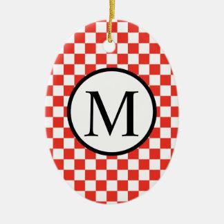 Ornamento De Cerâmica Monograma simples com tabuleiro de damas vermelho