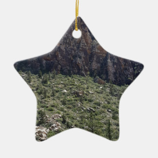 Ornamento De Cerâmica Montanha na rocha vermelha nanovolt