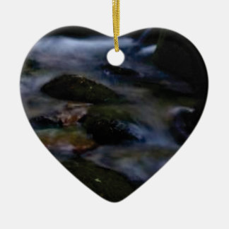 Ornamento De Cerâmica movimento escuro da água