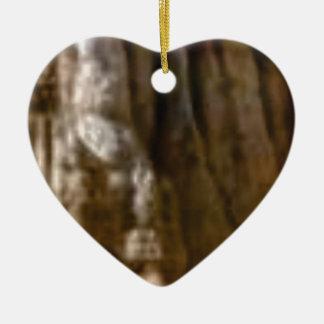 Ornamento De Cerâmica músculos cinzelados na rocha