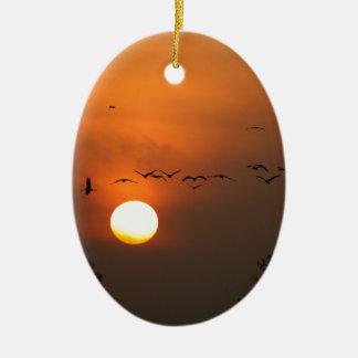 Ornamento De Cerâmica Nascer do sol com rebanhos de guindastes do vôo