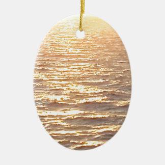 Ornamento De Cerâmica Nascer do sol dourado da hora do oceano bonito
