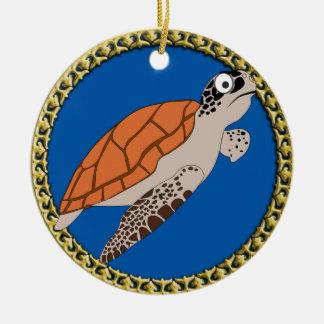 Ornamento De Cerâmica Natação alaranjada da tartaruga de mar com um