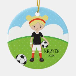 Ornamento De Cerâmica Natal personalizado da menina futebol louro bonito