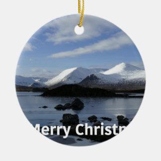 Ornamento De Cerâmica Neve do Natal na montagem preta, Scotland
