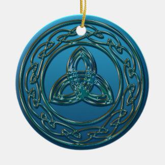 Ornamento De Cerâmica Nó celta da trindade do metal antigo no verde azul