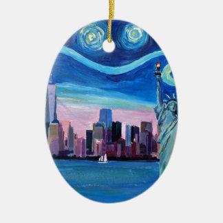 Ornamento De Cerâmica Noite estrelado sobre Manhattan com estátua da