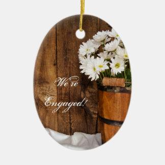 Ornamento De Cerâmica Noivado do país do balde e das margaridas brancas