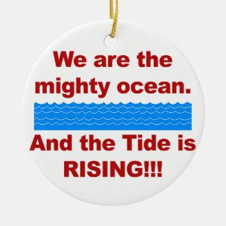 Ornamento De Cerâmica Nós somos o oceano poderoso e a maré está
