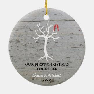 Ornamento De Cerâmica Nosso primeiro Natal ama junto a árvore dos