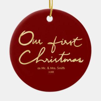 Ornamento De Cerâmica Nosso primeiro Natal do Newlywed do ouro do falso
