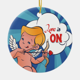 Ornamento De Cerâmica O amor da volta do arqueiro do Cupido está no pop
