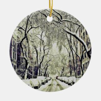 Ornamento De Cerâmica O inverno cobriu ruas