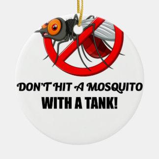 Ornamento De Cerâmica o mosquito não o bate com um tanque