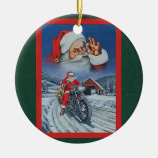 Ornamento De Cerâmica O papai noel em uma motocicleta carregou com os