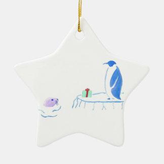 Ornamento De Cerâmica O pinguim dá a selo um presente