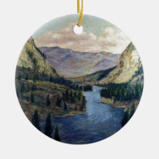 Ornamento De Cerâmica O rio flui sobre
