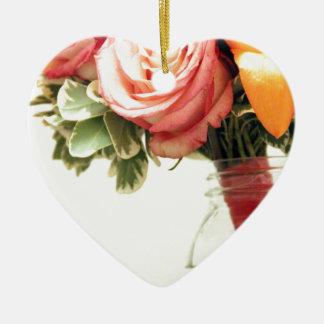 Ornamento De Cerâmica o rosa cor-de-rosa da laranja das flores para