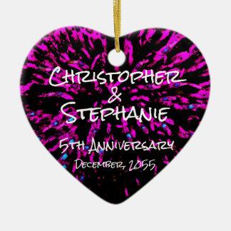 Ornamento De Cerâmica O rosa preto personaliza o Natal do aniversário do