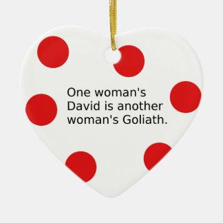 Ornamento De Cerâmica O um David da mulher é o Goliath de uma outra