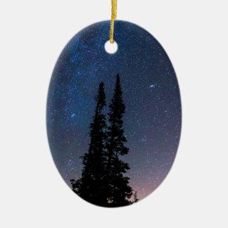 Ornamento De Cerâmica Obtenção perdido em um céu nocturno