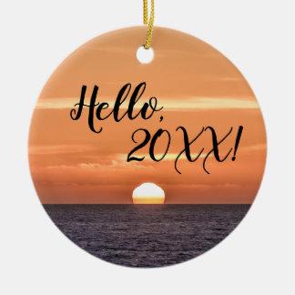Ornamento De Cerâmica Olá! oceano de Sun do ano novo