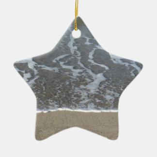 Ornamento De Cerâmica Onda do mar na praia da areia