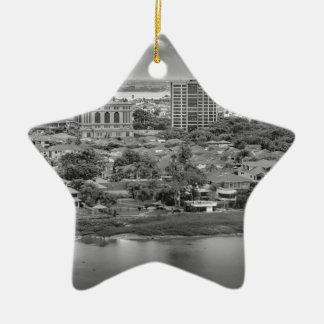 Ornamento De Cerâmica Opinião aérea de Guayaquil do plano da janela
