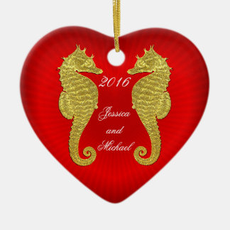 Ornamento De Cerâmica Os cavalos marinhos e o coração do ouro
