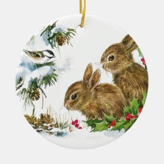 Ornamento De Cerâmica Os coelhos e o pássaro apreciam a neve