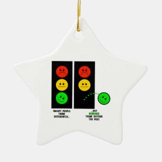 Ornamento De Cerâmica Os gênios temperamentais do sinal de trânsito