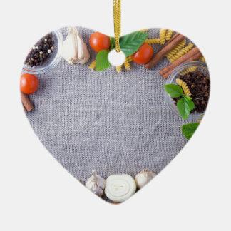 Ornamento De Cerâmica Os ingredientes de comida são instalados como um