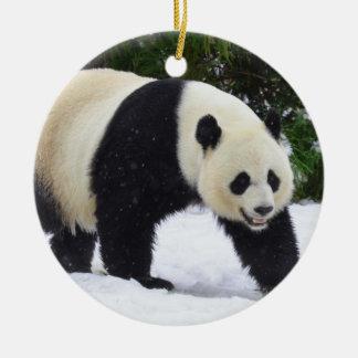 Ornamento De Cerâmica Pandas gigantes de Smithsonian | na neve