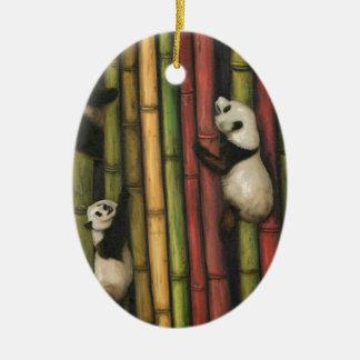 Ornamento De Cerâmica Pandas que escalam o bambu