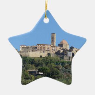 Ornamento De Cerâmica Panorama da vila de Volterra. Toscânia, Italia
