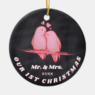 Ornamento De Cerâmica Pássaros Sr. & Sra. do amor. Nosso primeiro Natal