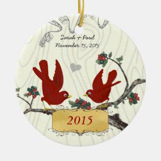 Ornamento De Cerâmica Pássaros vermelhos do vintage do Natal na grão de