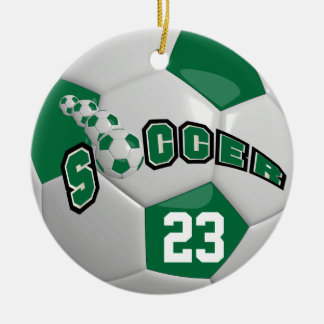 Ornamento De Cerâmica Personalize a bola de futebol | verde escuro