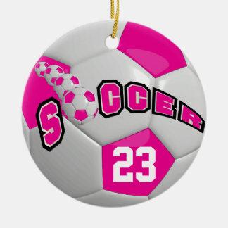 Ornamento De Cerâmica Personalize o rosa quente de bola de futebol |