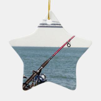 Ornamento De Cerâmica Pesca Rod no cais em San Francisco Bay