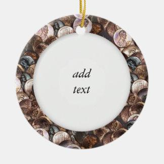 Ornamento De Cerâmica Pilha das moedas de um centavo - um fundo da
